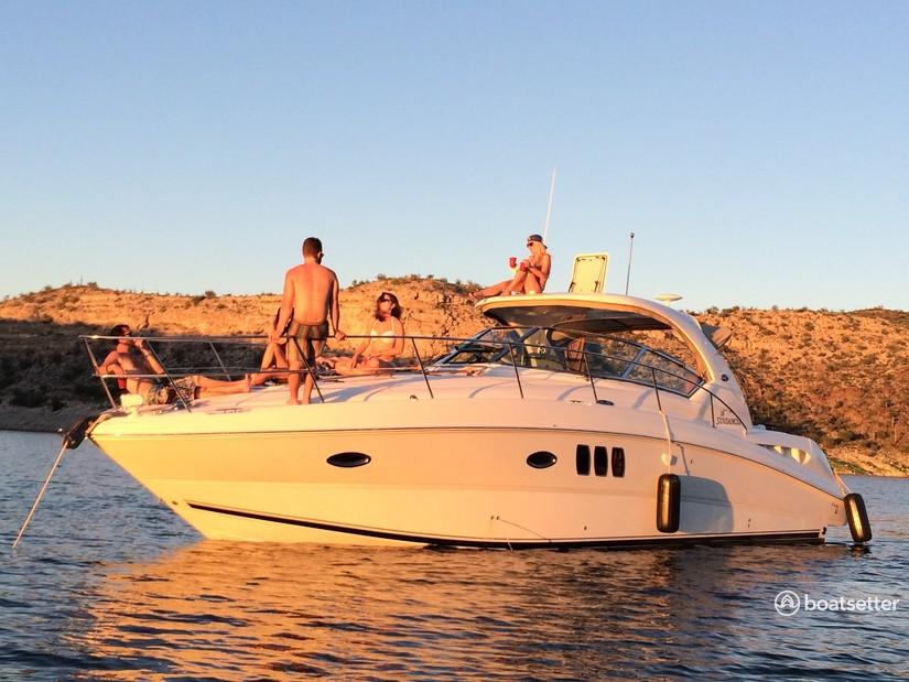 Rent a Sea Ray Boats motor yacht in Phoenix, AZ near me