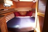 40 ft. Endeavour Cat 40 Cruiser Boat Rental Chicago Image 8