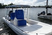 22 ft. Twin Vee Catamarans 22' Classic w/175HP Suzuki Catamaran Boat Rental Miami Image 4