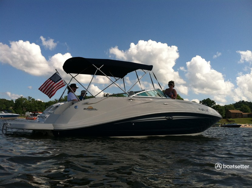 Rent a Sea Ray Boats bow rider in Stafford, VA near me