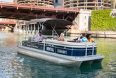 22 ft. Bennington Marine 21SX Pontoon Boat Rental Chicago Image 3