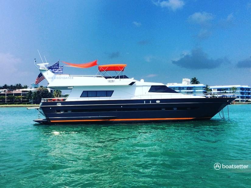 Rent a Astondao motor yacht in New York, NY near me