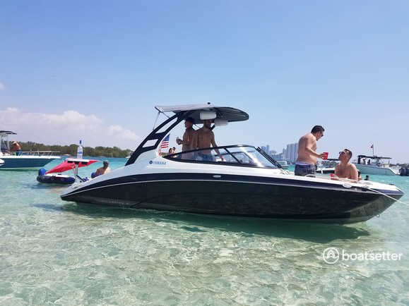 Rent a Yamaha jet boat in Miami, FL near me