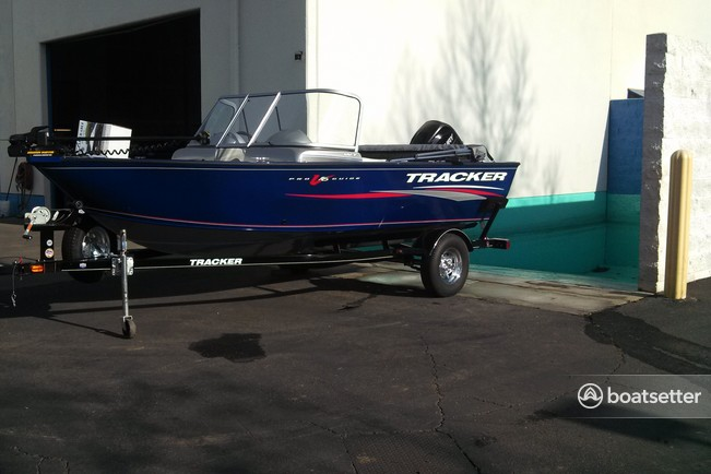Tracker by Tracker Marine Pro Guide V-16 WT w/60ELPT 4-S