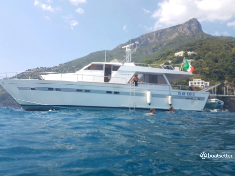 Rent a Cantieri di Pisa motor yacht in Salerno, Campania near me