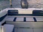 17 ft. Larson Bowrider Bow Rider Boat Rental Cancún Image 2