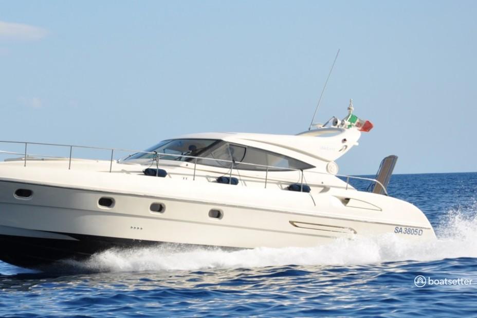 Rent a Gianetti motor yacht in Amalfi, Campania near me