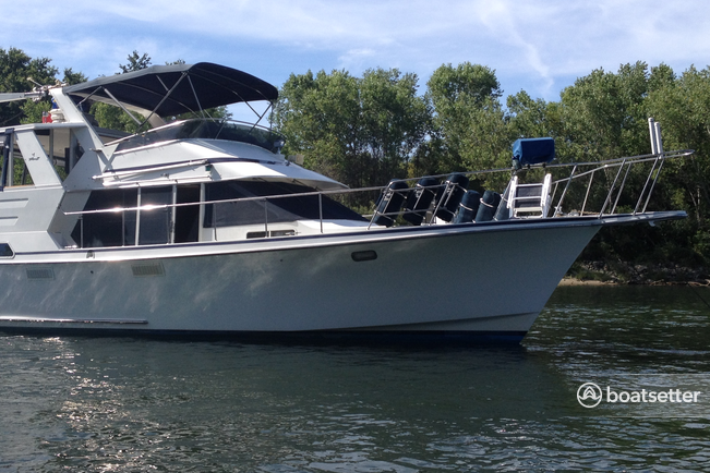 Rent a Tollycraft motor yacht in Sacramento, CA near me