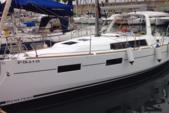 33 ft. Beneteau Oceanis 35 Sloop Boat Rental Barcelona Image 9