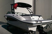 22 ft. Sea Ray Boats 19 SPX w/150 EFI 4-S  Bow Rider Boat Rental Atlanta Image 4
