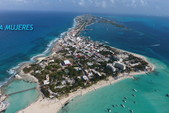 55 ft. Sea Ray Sedan Bridge Boat Rental Cancun Image 16