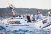 32 ft. Beneteau USA Beneteau 31 Motorsailer Boat Rental Barcelona Image 1