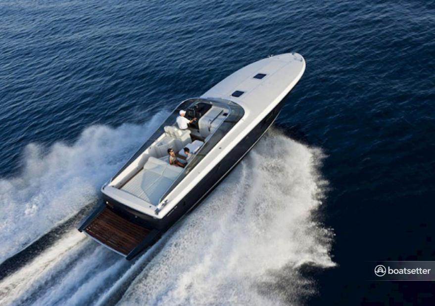 Rent a Itama motor yacht in Dubrovnik, Dubrovačko-neretvanska županija near me