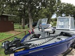 16 ft. Tracker by Tracker Marine Pro Guide V-16 WT w/60ELPT 4-S  Aluminum Fishing Boat Rental Dallas-Fort Worth Image 2