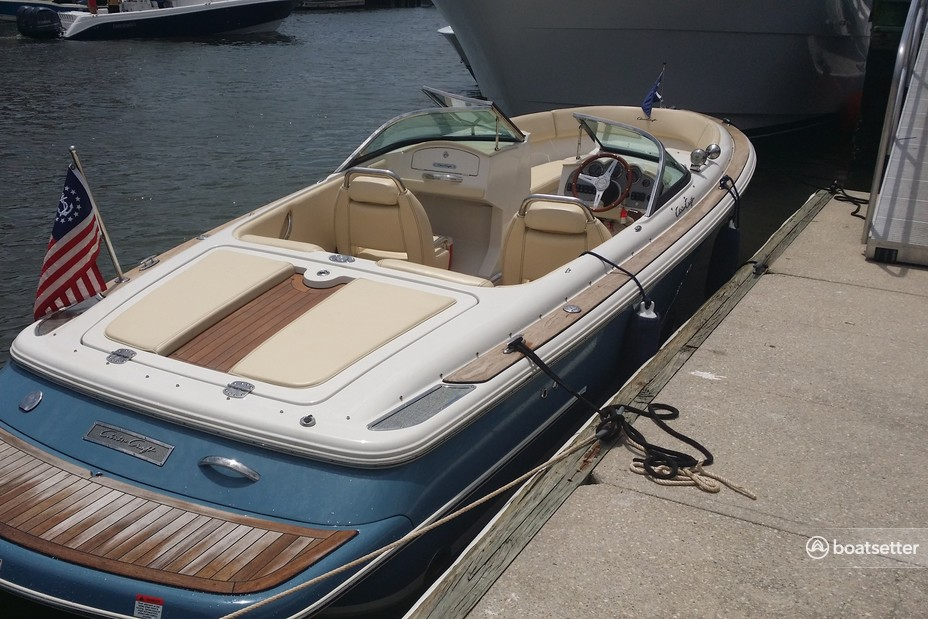Rent a Chris Craft cruiser in Charleston, SC near me