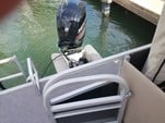 21 ft. Sun Tracker by Tracker Marine Party Barge 20 DLX Signature w/75ELPT 4-S Pontoon Boat Rental Miami Image 18