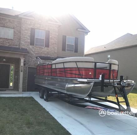 Rent a Bentley Pontoon pontoon in Buford, GA near me