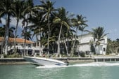 16 ft. Bayliner Element Bow Rider Boat Rental Miami Image 4