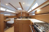 38 ft. Jeanneau Sailboats 389 Classic Boat Rental Tampa Image 5