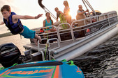 18 ft. Sun Tracker by Tracker Marine Bass Buggy 18 DLX w/60ELPT 4-S Pontoon Boat Rental Dallas-Fort Worth Image 2