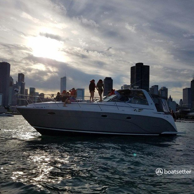 Rent a Rinker Boats cruiser in Chicago, IL near me