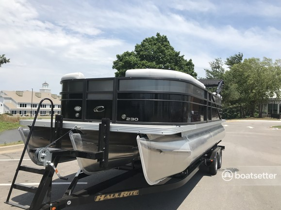 Rent a Crest Pontoons pontoon in Pleasant Hill, MO near me