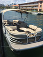 22 ft. Sun Tracker by Tracker Marine Party Barge 22 XP3 w/150ELPT 4-S Pontoon Boat Rental Miami Image 2