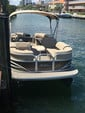 22 ft. Sun Tracker by Tracker Marine Party Barge 22 XP3 w/150ELPT 4-S Pontoon Boat Rental Miami Image 7