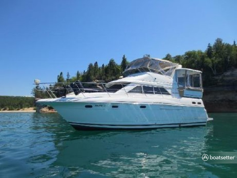 Rent a Cruisers Yachts motor yacht in Leander, TX near me