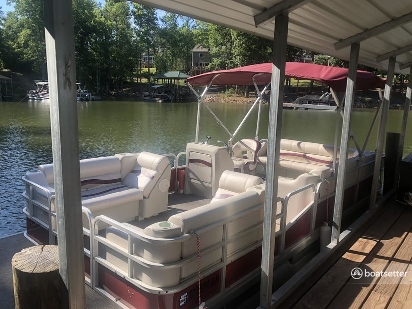 Rent a Riviera Cruiser pontoon in Charlotte, NC near me