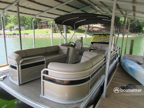 Rent a Bennington Marine pontoon in Mooresville, NC near me