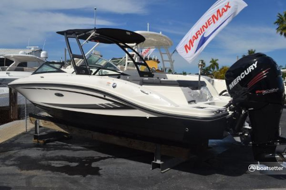 Rent a Sea Ray Boats cruiser in Fayetteville, NC near me