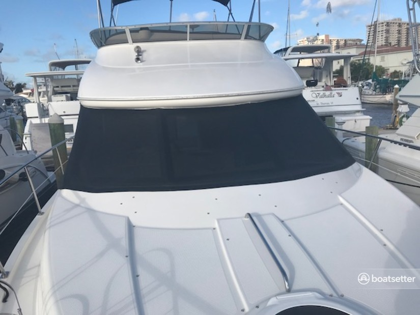 Rent a Meridian Yachts cruiser in Hollywood, FL near me