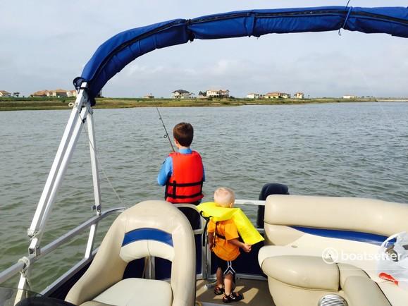 Rent a Sun Tracker by Tracker Marine cruiser in Boerne, TX near me