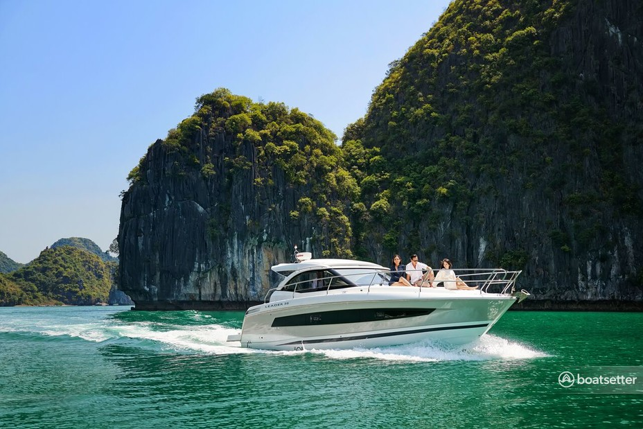 Rent a Jeanneau Sailboats motor yacht in Hạ Long, Quảng Ninh near me