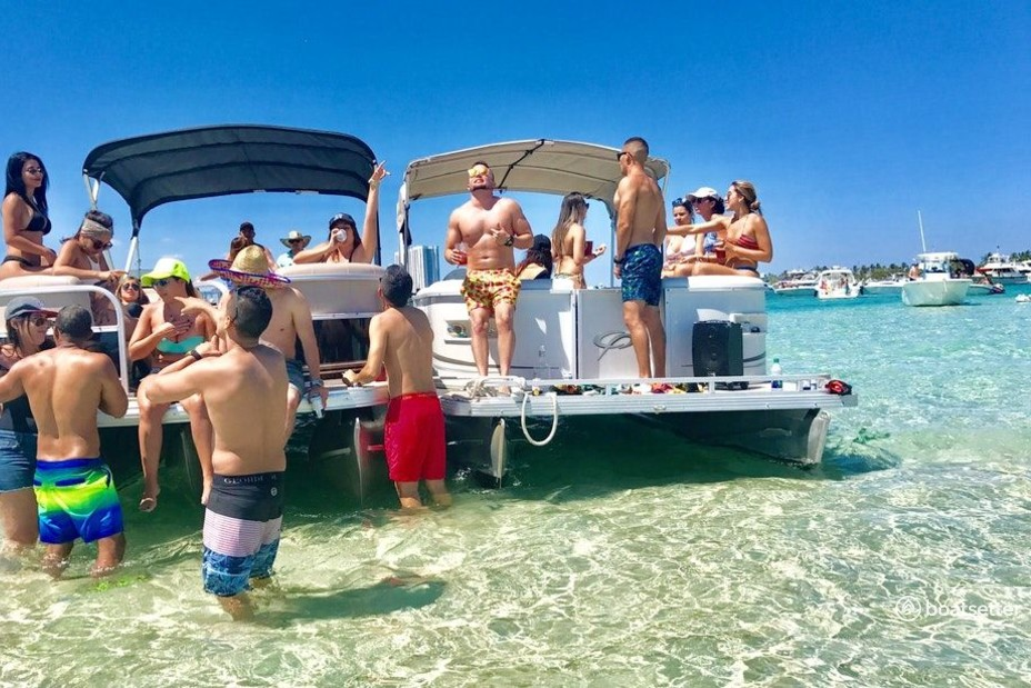 Rent a Bentley Pontoon pontoon in Miami, FL near me