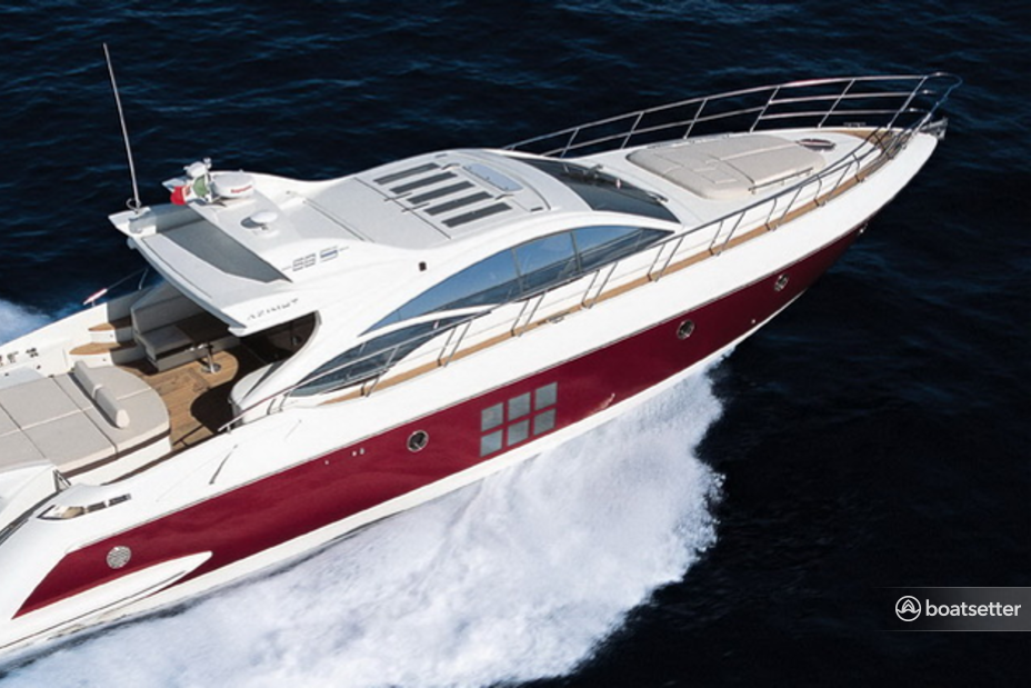 Rent a Azimut Yachts motor yacht in Cancún, Q.R. near me