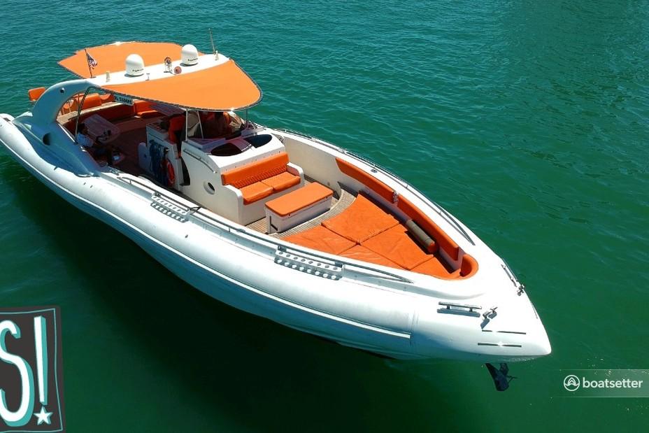 Rent a Cantieri Opera motor yacht in Miami, FL near me