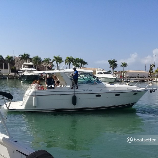 Rent a Tiara motor yacht in Punta Cana, La Altagracia Province near me