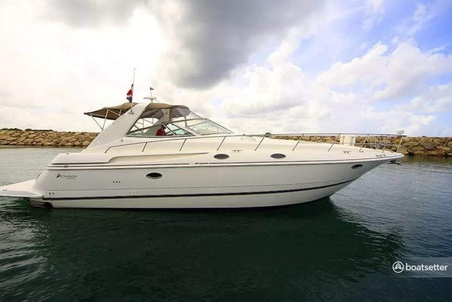 Rent a Sea Ray motor yacht in Punta Cana, La Altagracia near me