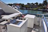 105 ft. Leopard Leopard Cruiser Boat Rental Miami Image 3