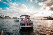 20 ft. Sun Tracker by Tracker Marine Party Barge 20 DLX w/90ELPT 4-S Pontoon Boat Rental Miami Image 26