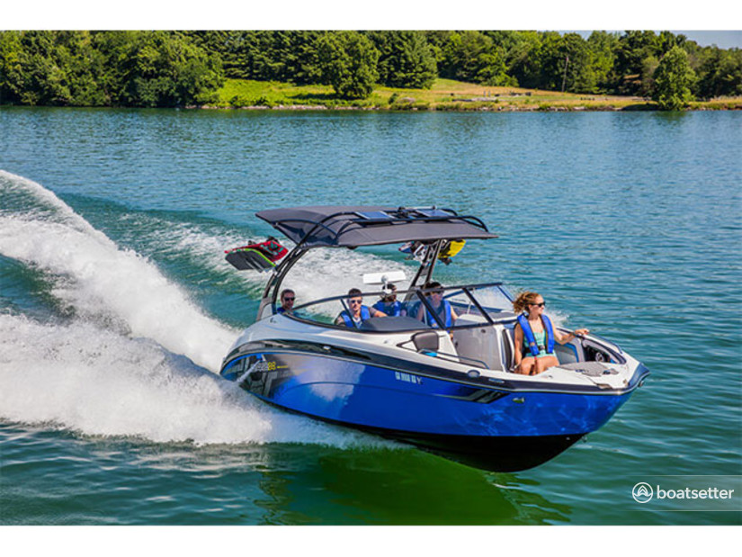 Rent a Yamaha jet boat in Austin, TX near me