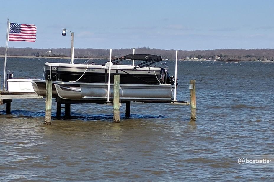 Rent a Crest Pontoons pontoon in Mechanicsville, MD near me