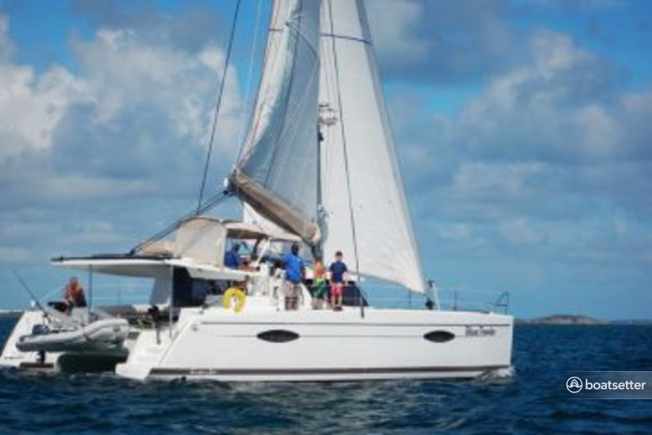 Rent a Fountain Powerboats catamaran in Marsh Harbour, Central Abaco near me