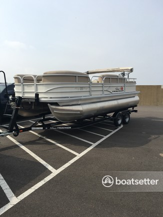 Rent a Sun Tracker by Tracker Marine pontoon in Ridgeland, MS near me