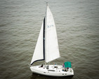 37 ft. Hunter Hunter 376 Cruiser Racer Boat Rental Washington DC Image 15