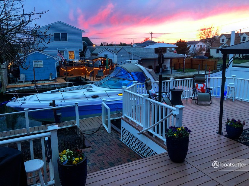 Rent a Sea Ray Boats cruiser in Lindenhurst, NY near me