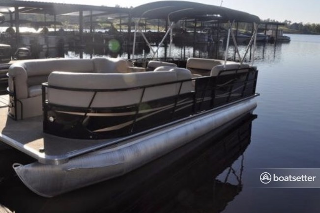 Rent a Bentley Pontoon pontoon in Austin, TX near me