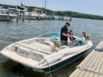 21 ft. Wellcraft 196 Step Lift Bow Rider Boat Rental Washington DC Image 5